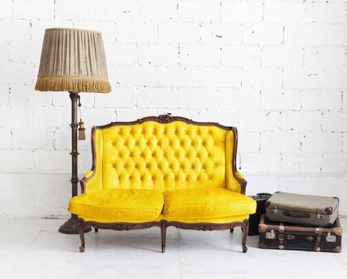 Retro Einrichtungsstil gelbes Sofa