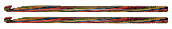 Die Rillen am Ende der Nadel verhindern das Abrutschen der Maschen und die polierte Oberfläche lässt das Garn dennoch gut (nicht zu gut) rutschen.