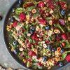 Rezept - Rote Bete-Haselnuss-Salat mit gerösteten Heidelbeeren - Healthy Vegan 05/2019